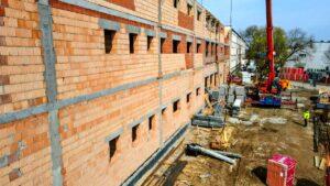 szkola na podolanach fot. pim2 300x169 - Poznań: W nowym budynku szkoły powstaje już ostatnie piętro
