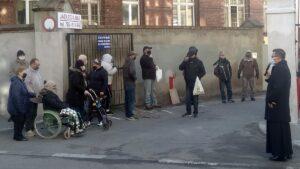 wielkanocne sniadanie w caritas poznan 300x169 - Poznań: Caritas rozdała paczki ze świątecznym śniadaniem