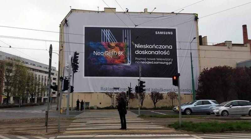 banner na ścianie kamienicy fot. M. Wiśniewski
