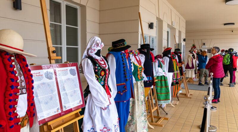Pałac Jankowice Kalejdoskop folkloru - wystawa kostiumów scenicznych fot. Sławek Wąchała