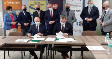 podpisanie umowy o rozbudowę drogi wojewódzkiej nr 444 fot. WZDW