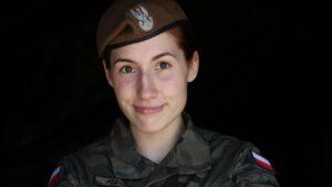 sara jozwiak w mundurze fot. 12wbot 300x169 - Powidz: Sara Jóżwiak z 12WBOT nową Mistrzynią Wojska Polskiego w MMA