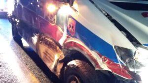 wypadek fot. osp buk2 300x169 - Buk: Karetka zderzyła się z... Fordem Mustangiem