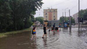 deszcz i burza fot. k. adamska  300x169 - Poznań: Ponad 1500 zgłoszeń do straży pożarnej z powodu ulewy!