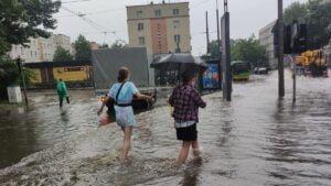 deszcz i burza fot. k. adamska10 300x169 - Poznań: Ponad 1500 zgłoszeń do straży pożarnej z powodu ulewy!