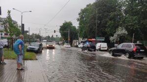 deszcz i burza fot. k. adamska15 300x169 - Poznań: Ponad 1500 zgłoszeń do straży pożarnej z powodu ulewy!