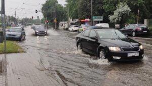deszcz i burza fot. k. adamska6 300x169 - Poznań: Ponad 1500 zgłoszeń do straży pożarnej z powodu ulewy!