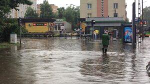 deszcz i burza fot. k. adamska8 300x169 - Poznań: Ponad 1500 zgłoszeń do straży pożarnej z powodu ulewy!