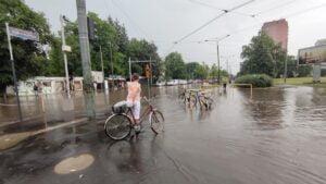 deszcz i burza fot. k. adamska9 300x169 - Poznań: Ponad 1500 zgłoszeń do straży pożarnej z powodu ulewy!