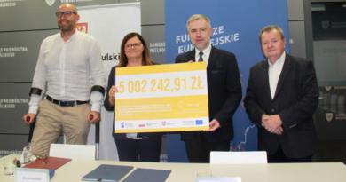 Marek Woźniak, Beata Hanyżak, Jakub Trąpczyński i poseł jakub Rutnicki fot. UMWW