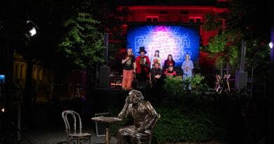 Poznań: Odsłonięcie pomnika Smolenia w kabaretowym stylu