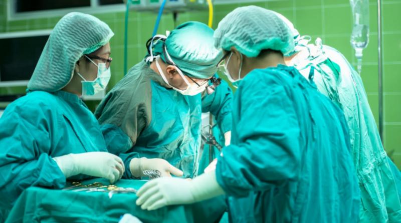 pielęgniarki, operacja, szpital fot. Tiochal, pixabay