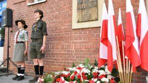 Poznański Czerwiec '56, kwiaty przed szpitalem Raszei fot. UMP