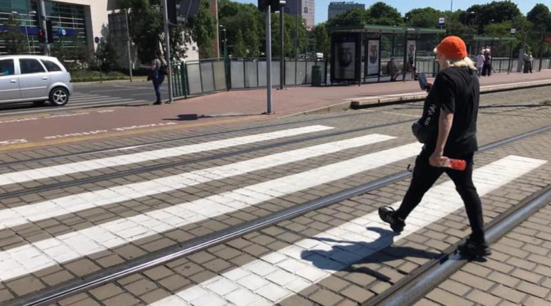 przechodzenie przez jezdnię fot. policja Poznań