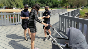 strazniczki na patrolu fot. smmp3 300x166 - Poznań: Strażnicy miejscy przypominają o bezpieczeństwie w czasie upałów