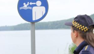 strazniczki na patrolu fot. smmp4 300x172 - Poznań: Strażnicy miejscy przypominają o bezpieczeństwie w czasie upałów