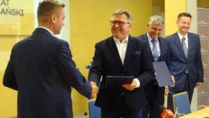 Tunel w Kobylnicy, podpisanie umowy fot. PP