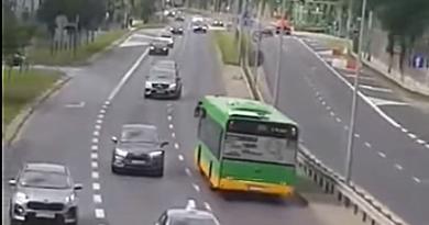 autobus jadący pod prąd prt scr