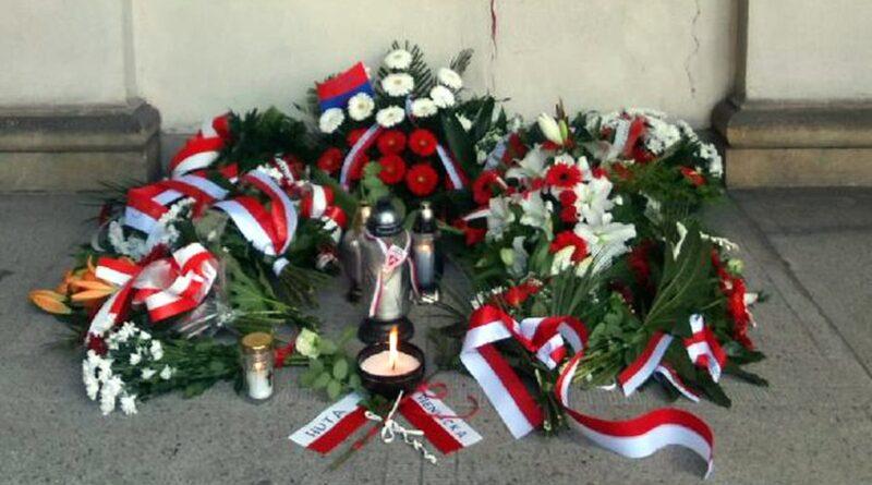 kwiaty w Narodowy Dzień Pamięci Ofiar Ludobójstwa fot. WUW