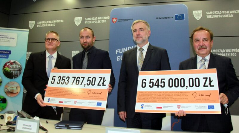 Marek Woźniak, podpisanie umów fot. UMWW