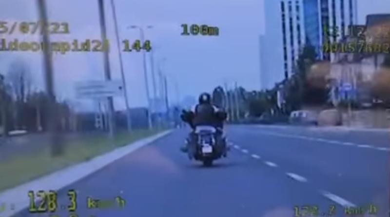 Motocyklista na Warszawskiej fot. policja