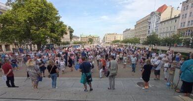 Murem za TVN fot. L. Łada
