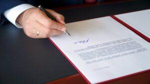 podpisanie przez wojewodę deklaracji fot. WUW