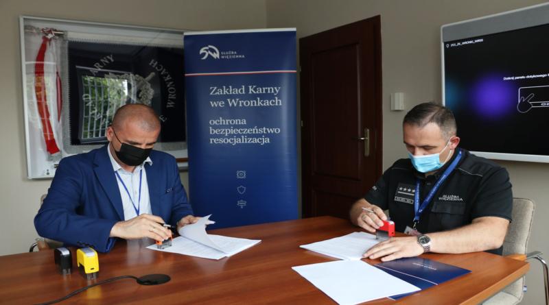 podpisanie umowy - remont dachów fot. ZK Wronki