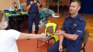 Policjanci z Pobiedzisk z wizytą na półkoloniach fot. KMP