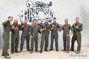 Uroczyste otwarcie nowego wybiegu dla uratowanych tygrysów Gogha i Kana F-16 Tiger Demo Team fot. Sławek Wąchała
