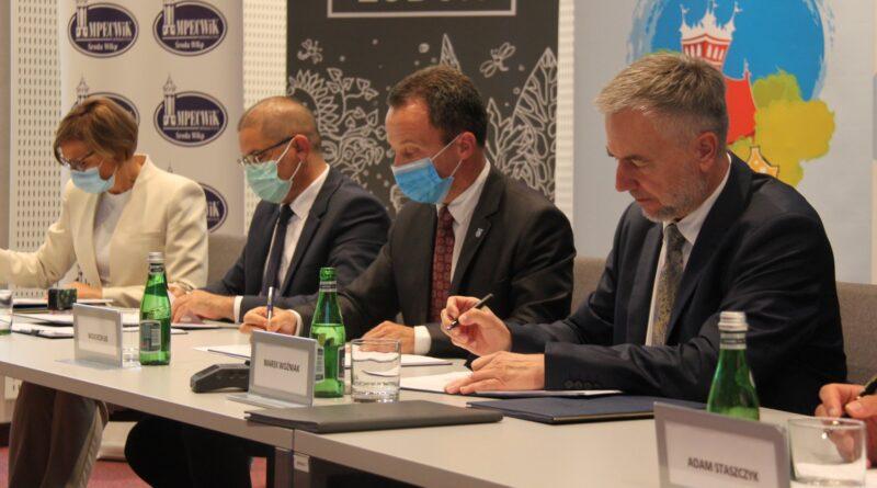 dofinansowanie unijne rozwoju elektronicznych usług publicznych, podpisanie umów fot. UMWW