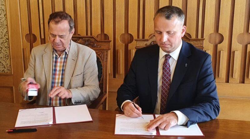 Michał Zieliński, podpisanie umów fot. WUW