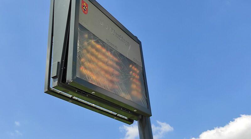 tablica informacji miejskiej przy przystanku na Ofierskiego fot. FB Beaty Klimek