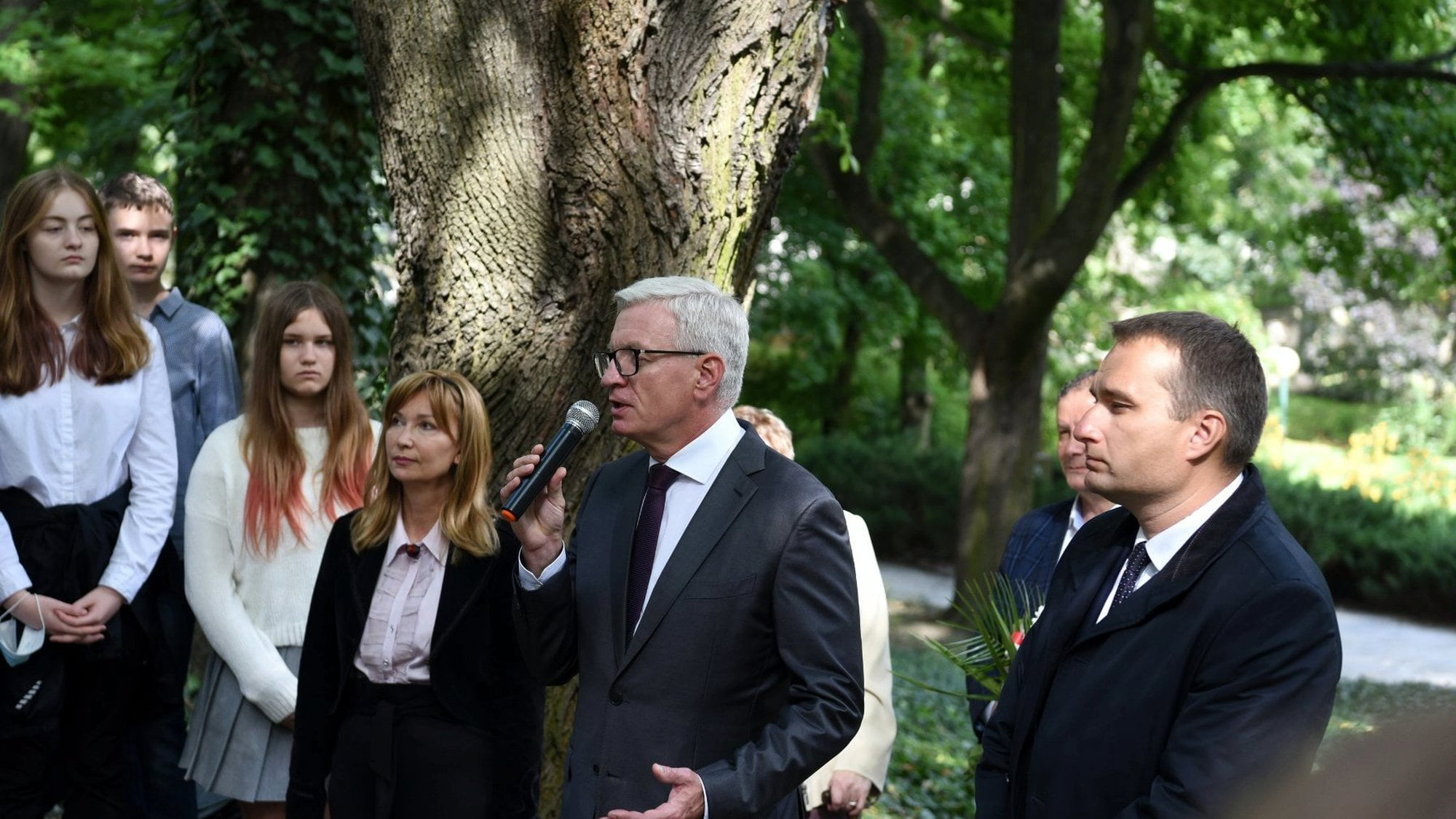 Poznań: Kwiaty na grobie prezydenta Drwęskiego w setną rocznicę śmierci