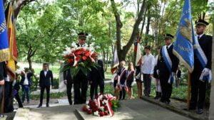 Kwiaty na grobie prezydenta Drwęskiego fot. UMP