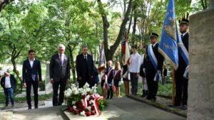 Kwiaty na grobie prezydenta Drwęskiego, Jacek Jaśkowiak, Mariusz Wiśniewski fot. UMP