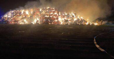 pożar balotów słomy fot. OSP Stęszew