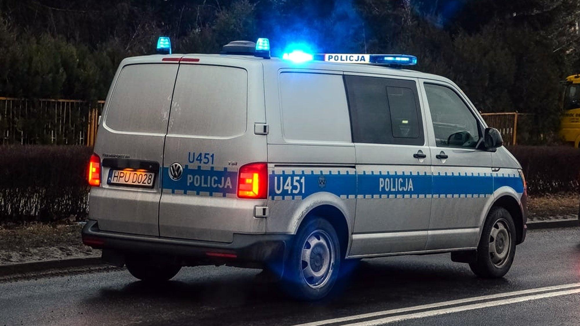 Kaczory: Samochód zjechał do rowu. Dwie osoby odniosły obrażenia