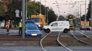 Poznań: Wypadek na skrzyżowaniu. Kierowca zostawił samochód i uciekł