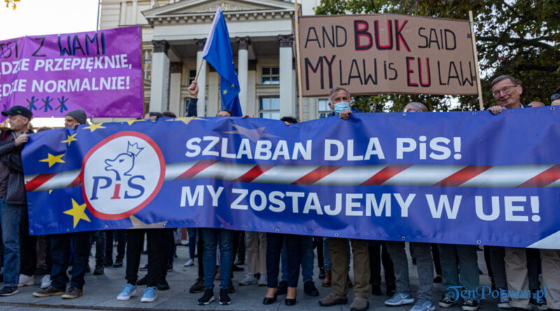 Szlaban dla PIS. Zostajemy w Europie - demonstracja Plac Wolności fot. Sławek Wąchała